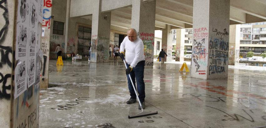 Notarios se unen a voluntarios para limpiar Tribunales de Justicia en Concepción - Diario Concepción